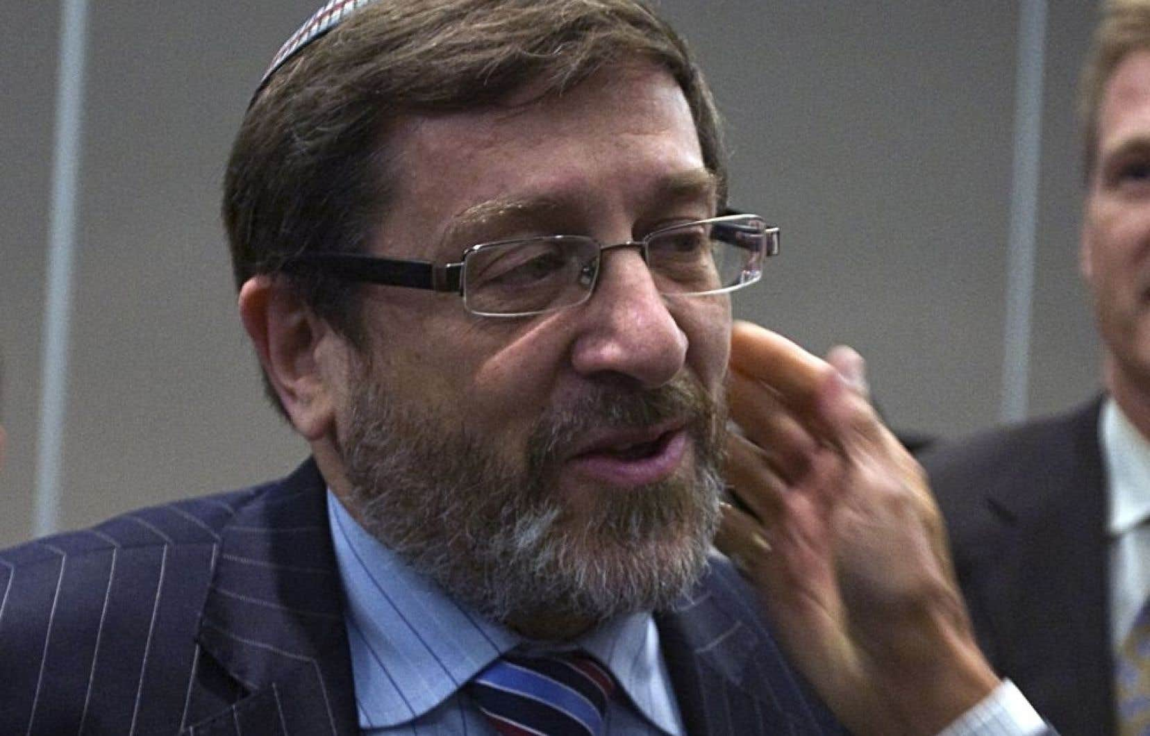 Saulie Zajdel s&#39;est notamment fait embaucher comme &laquo;conseiller r&eacute;gional&raquo; du ministre James Moore, poste qu&#39;il a occup&eacute; jusqu&#39;au printemps 2012. <br />