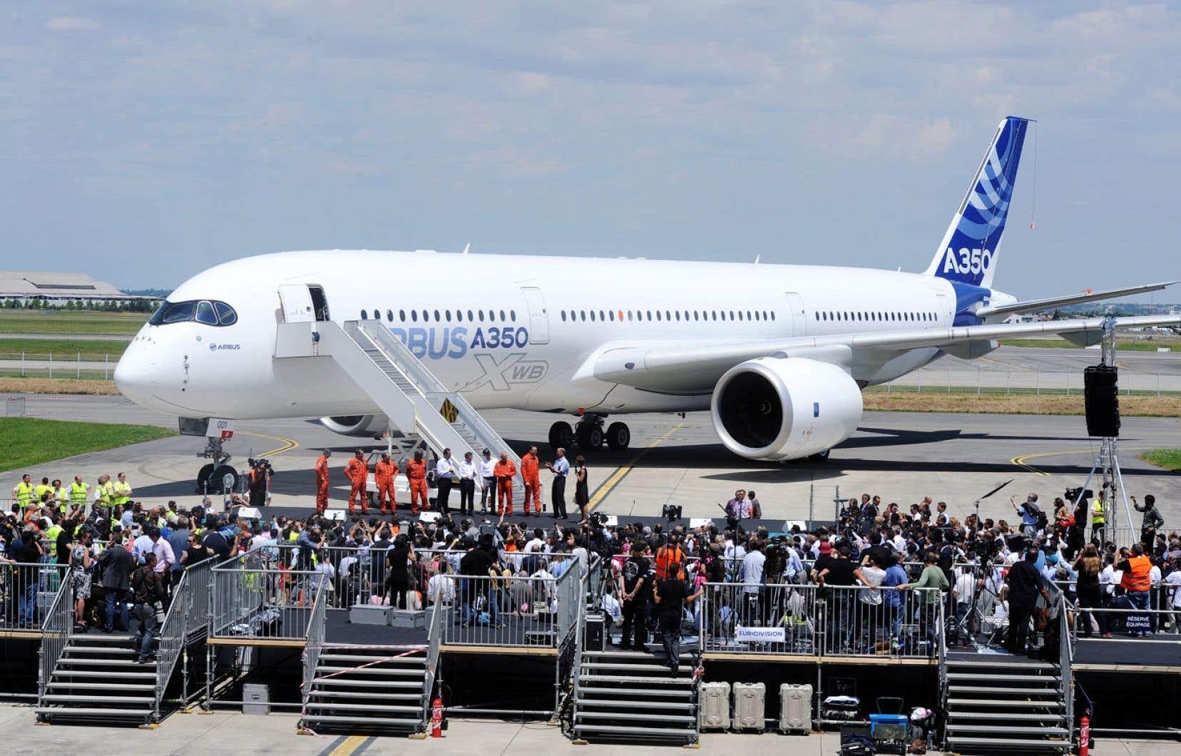 L'A350 a effectué son premier vol vendredi dernier. Son ombre pourrait s'étendre littéralement sur Le Bourget avec un possible survol d'ici la fin du salon.