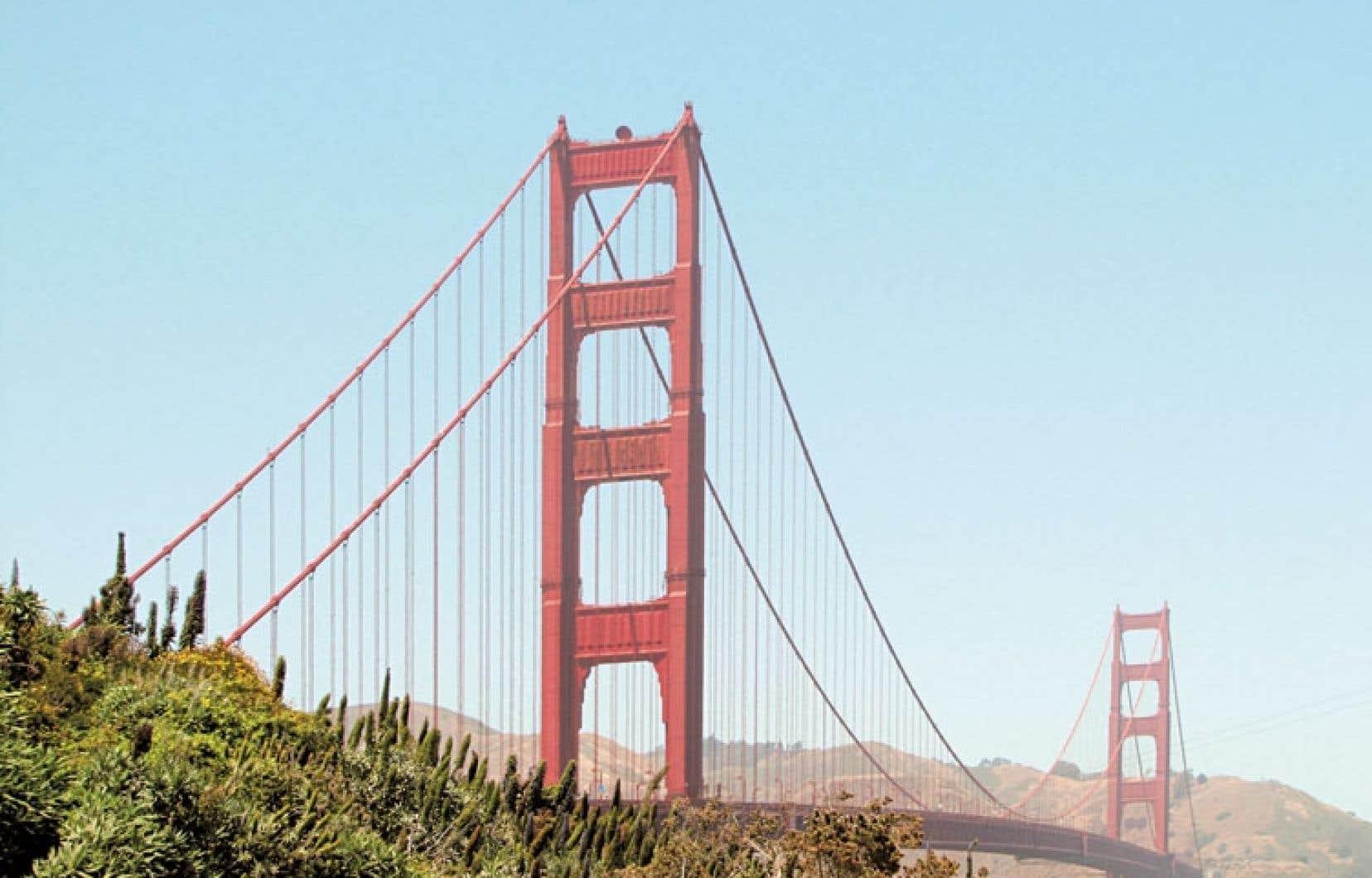 En plus d'un flot incessant de 100 000 automobiles, le pont accueille tous les jours 5500 cyclistes sur son dos.