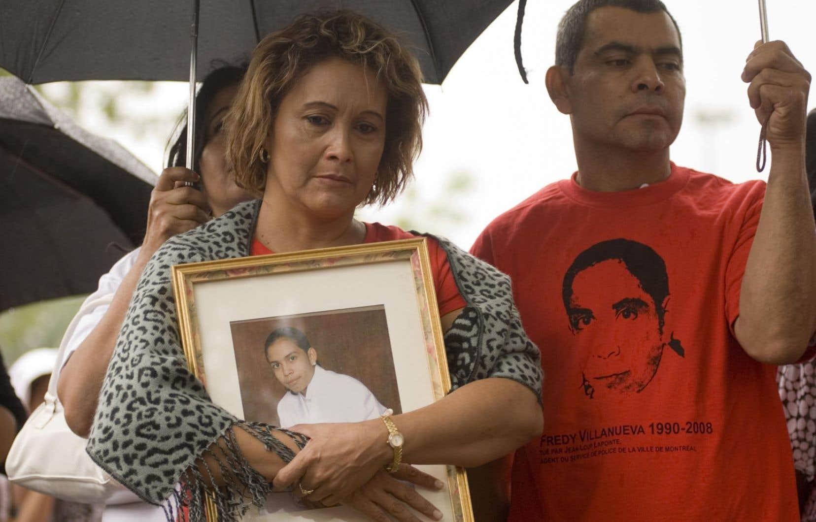 La mère de Fredy Villanueva lors d'une cérémonie soulignant l'anniversaire de sa mort. Le jeune homme est tombé sous les balles d'un policier le 9 août 2008 à Montréal-Nord.
