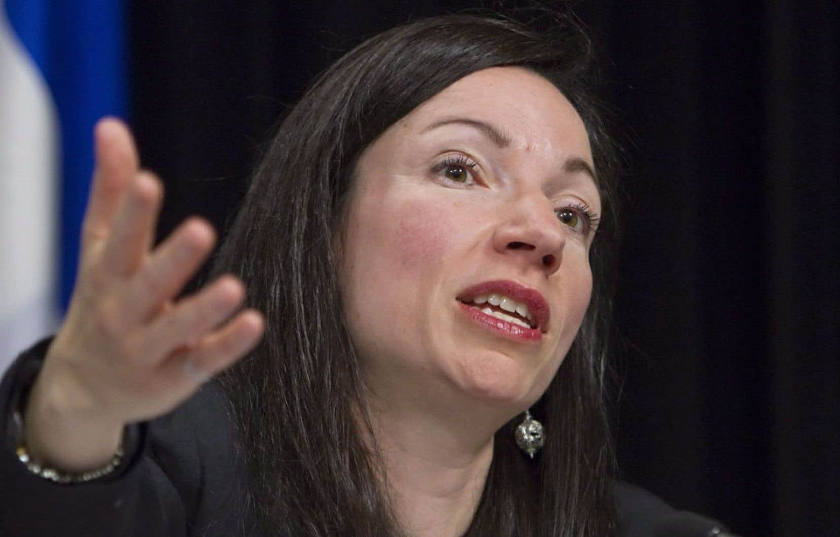 La ministre Martine Ouellet affirme que la consultation sur l'énergie se tiendra « au début de l'automne ». Quant à la stratégie énergétique, elle devrait être prête en 2014.
