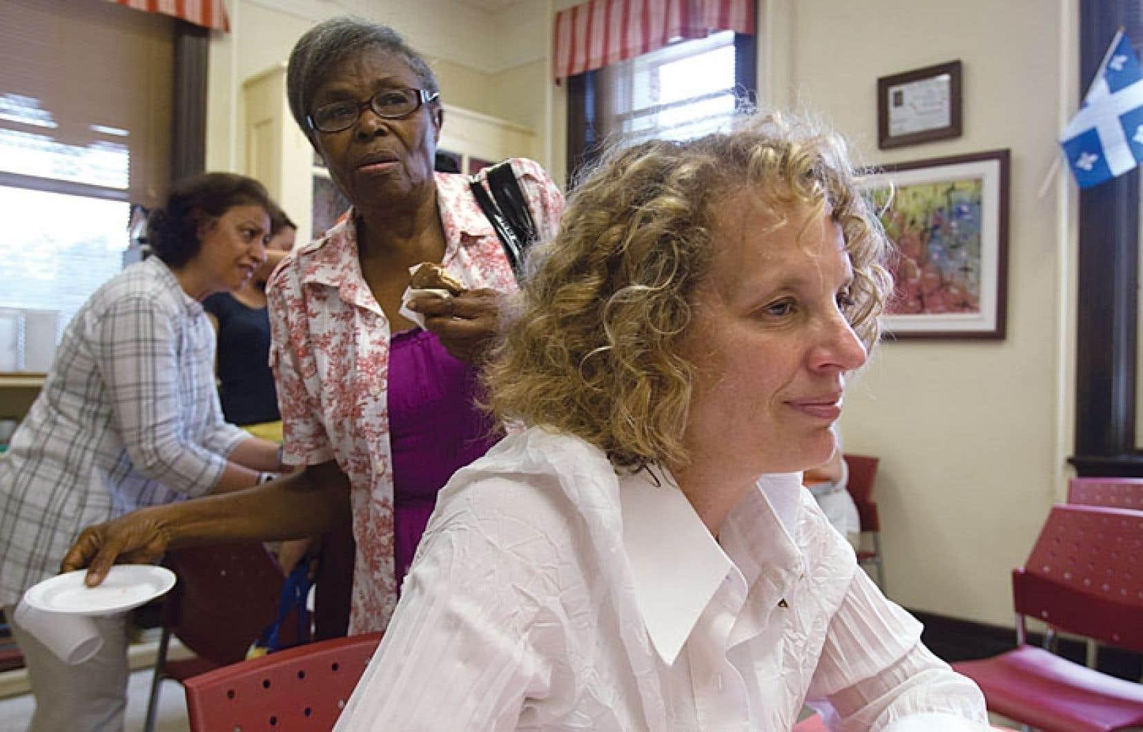 La présidente de Centraide du Grand Montréal, Lili-Anna Pereša, dans la salle commune de la Maison de quartier Villeray.