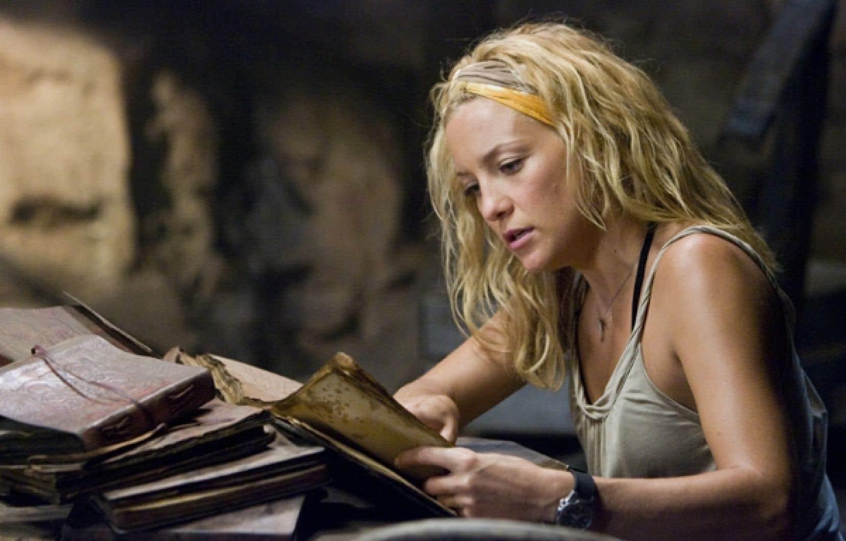 Kate Hudson lisant des vieux livres dans le film Fool's Gold (2008)<br />