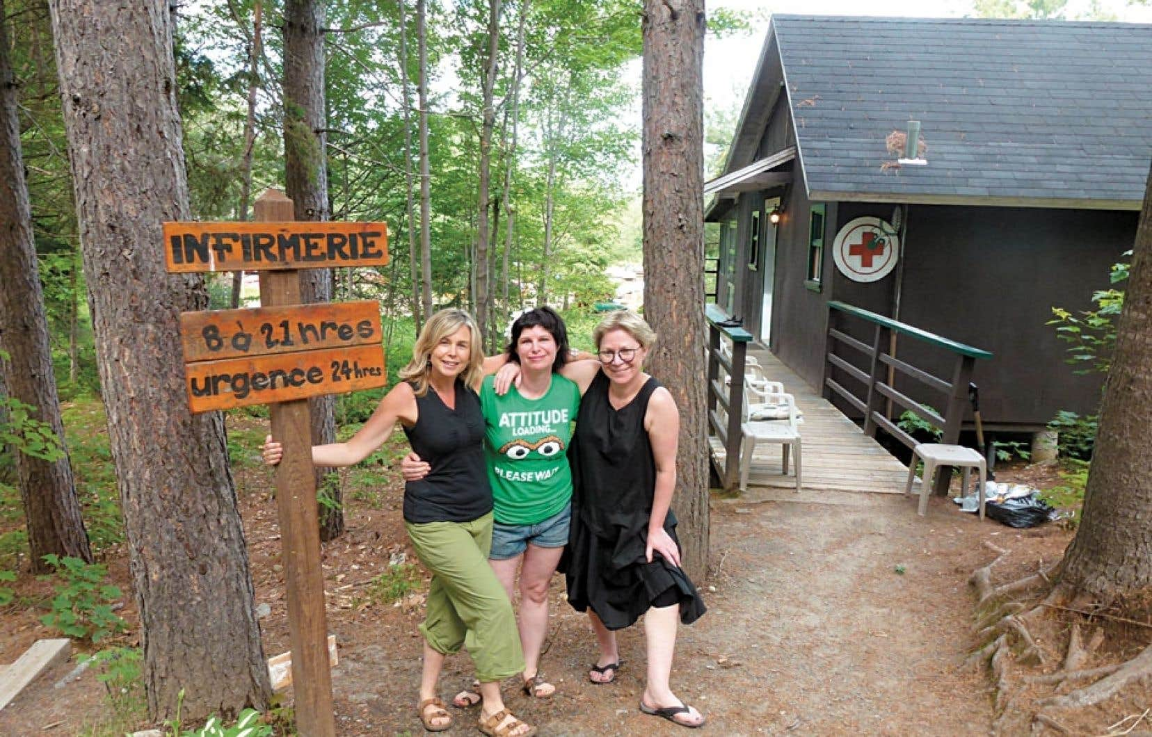 Les fées ont les bras ouverts à toute heure sur les rives du lac Minogami. Isabelle Renaud, Édith Beaudoin et Julie Morisset assurent la garde bénévolement et font office de présence maternelle.