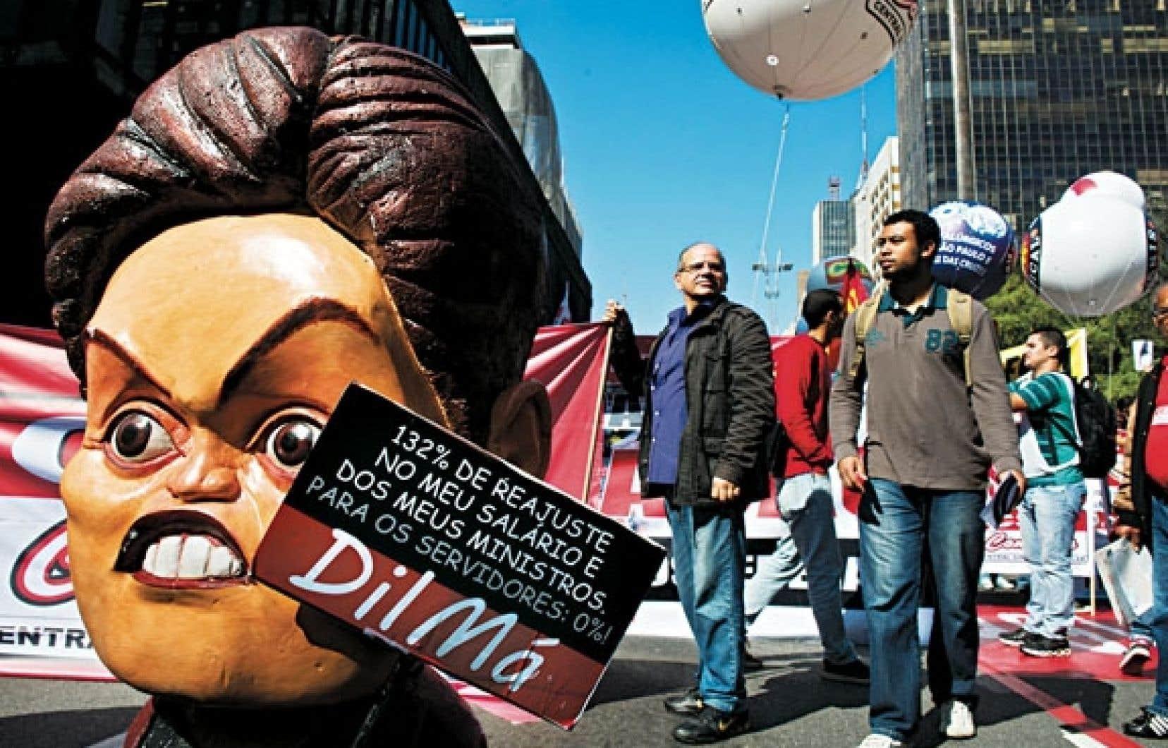 Une marionnette à l'effigie de Dilma Rousseff a été déployée dans une des manifestations à São