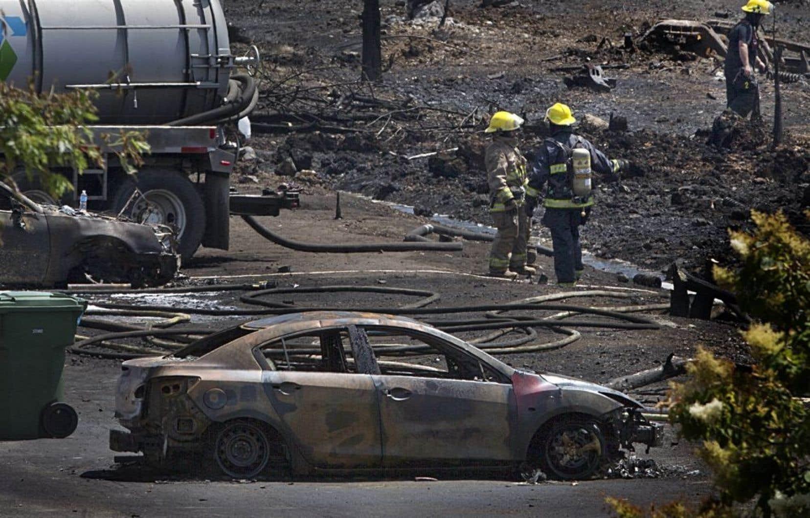 Plus d'une centaine de pompiers ont été appelés en renfort des villes voisines pour soutenir la municipalité dévastée à la suite des explosions du samedi 6 juillet.