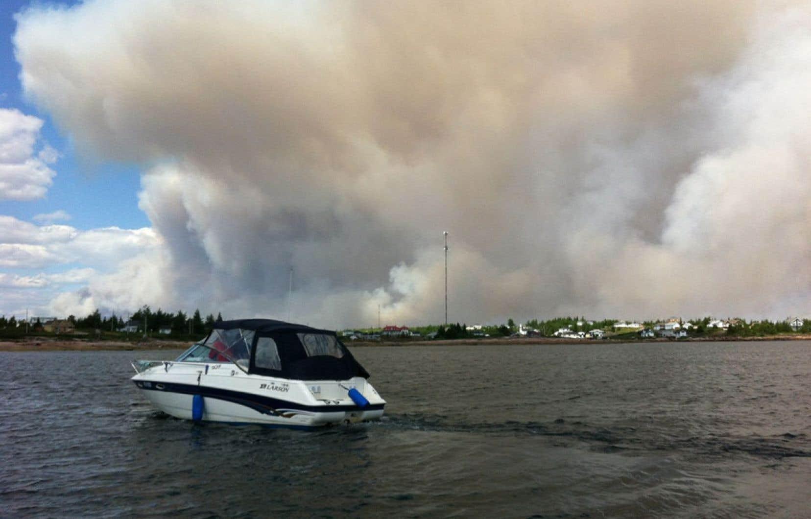 Un incendie de forêt large de 25 kilomètres a forcé l'évacuation des citoyens de Baie-Johan-Beetz, sur la Côte-Nord.