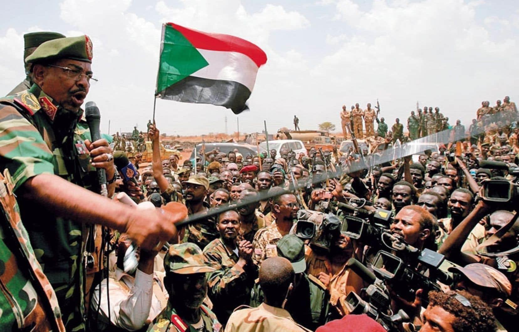 Le président soudanais, Omar el-Béchir, fait l'objet de deux mandats d'arrêt lancés par la Cour pénale internationale pour génocide et crimes contre l'humanité commis au Darfour.