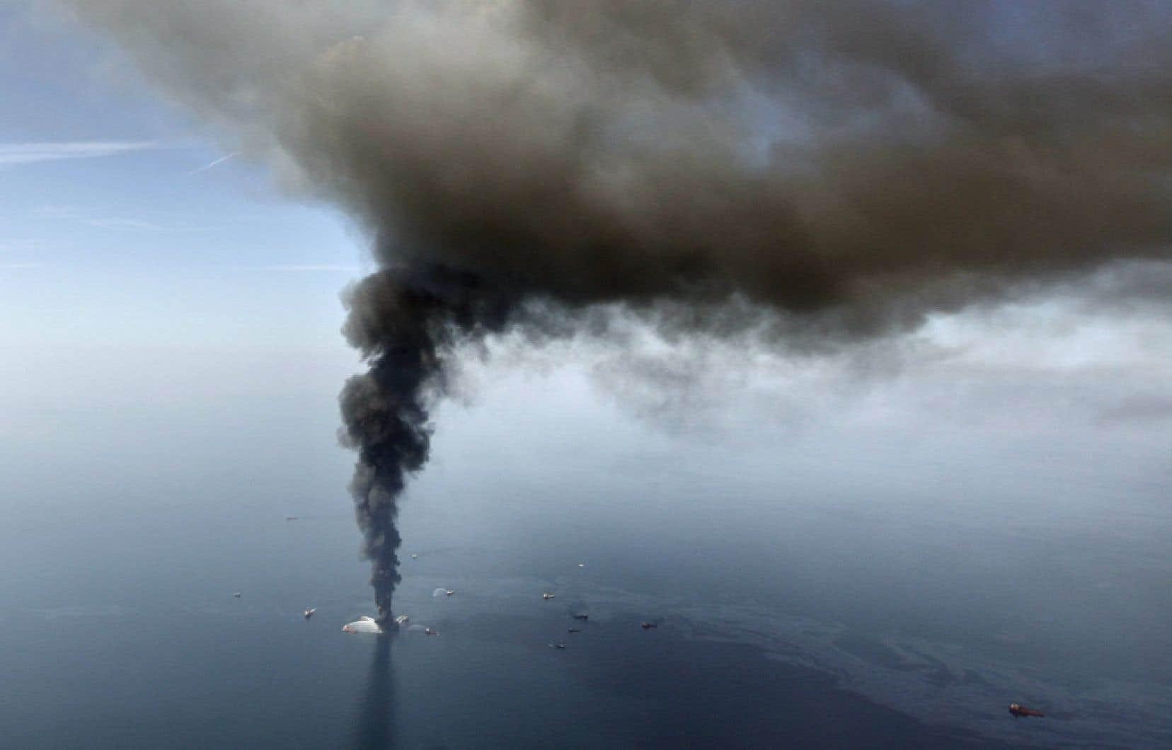 La plateforme de forage Deepwater Horizon, dans le golfe du Mexique, en avril 2010