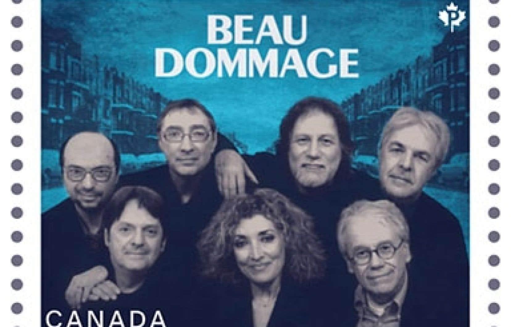 Postes Canada a créé un timbre avec la photo des sept membres du groupe prise en 2009 avec, à l'arrière, le décor de la rue Saint-Denis.