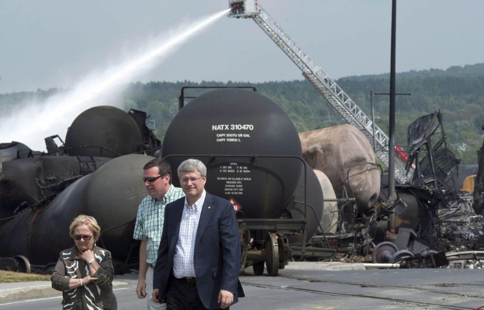 Le 7 juillet dernier, Stephen Harper a visité les lieux de la tragédie en compagnie de la mairesse Colette Roy-Laroche et du ministre Christian Paradis.