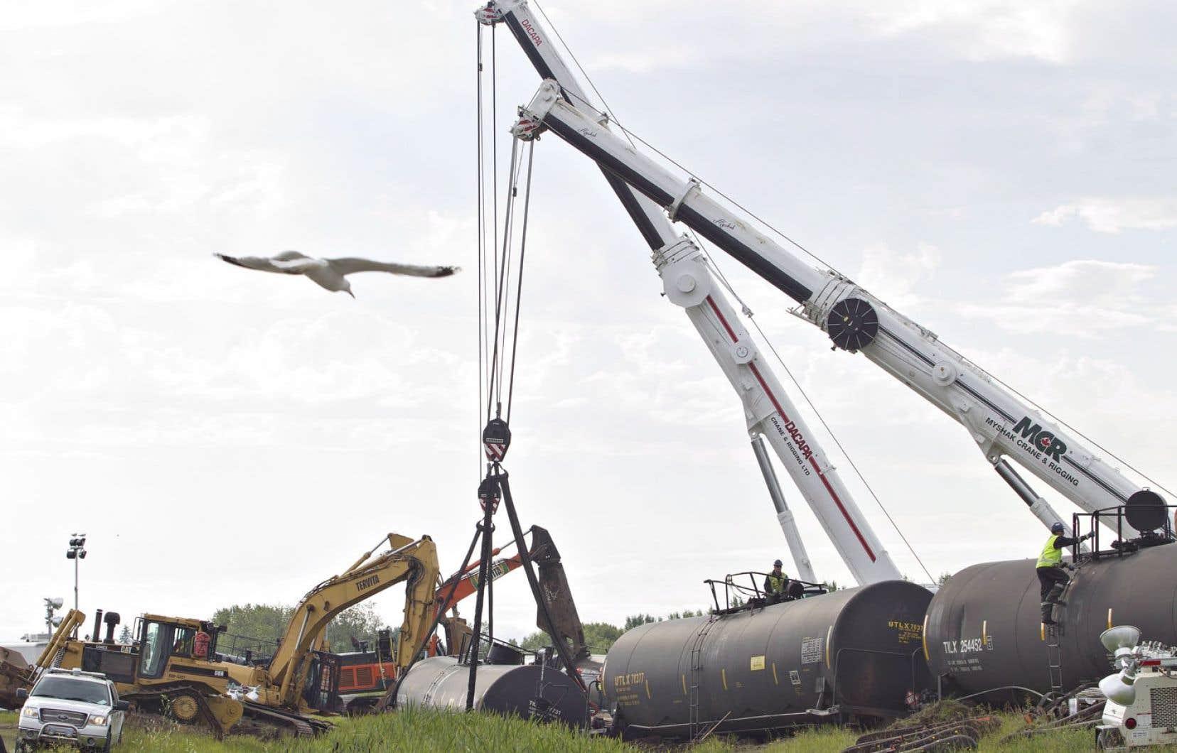 Un convoi ferroviaire du Canadien Pacifique comptant sept wagons-citernes qui transportaient du pétrole a déraillé vendredi dernier à Lloydminster, une municipalité chevauchant la Saskatchewan et l'Alberta. Aucun hydrocarbure n'a toutefois été déversé.