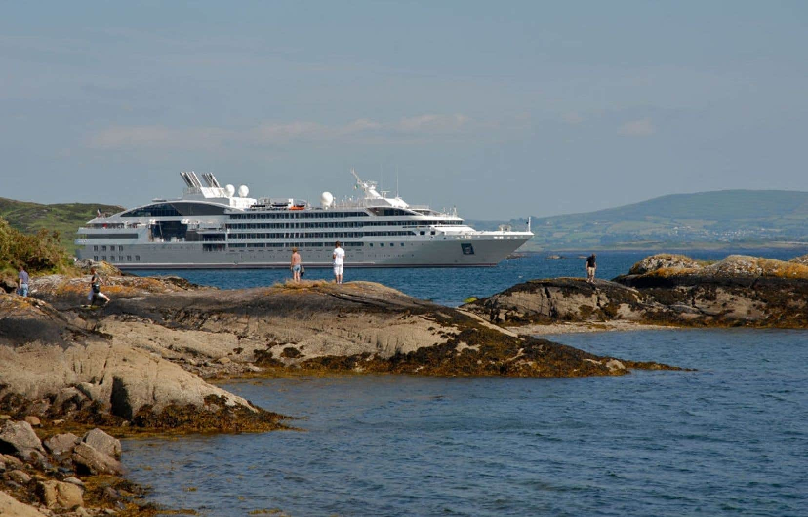 Le Soléal à Glengarriff, en Irlande. Le navire se définit comme un « yacht de croisière ».