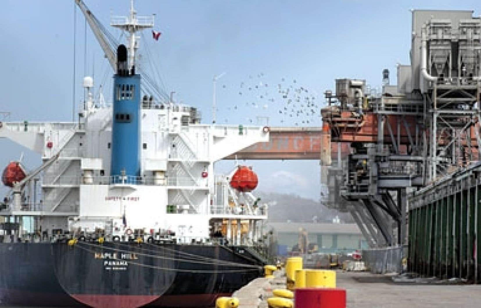 Le plan de la compagnie prévoyait notamment l'installation de nouveaux canons à eau pour limiter la formation de poussières quand les minerais sont extraits des bateaux.