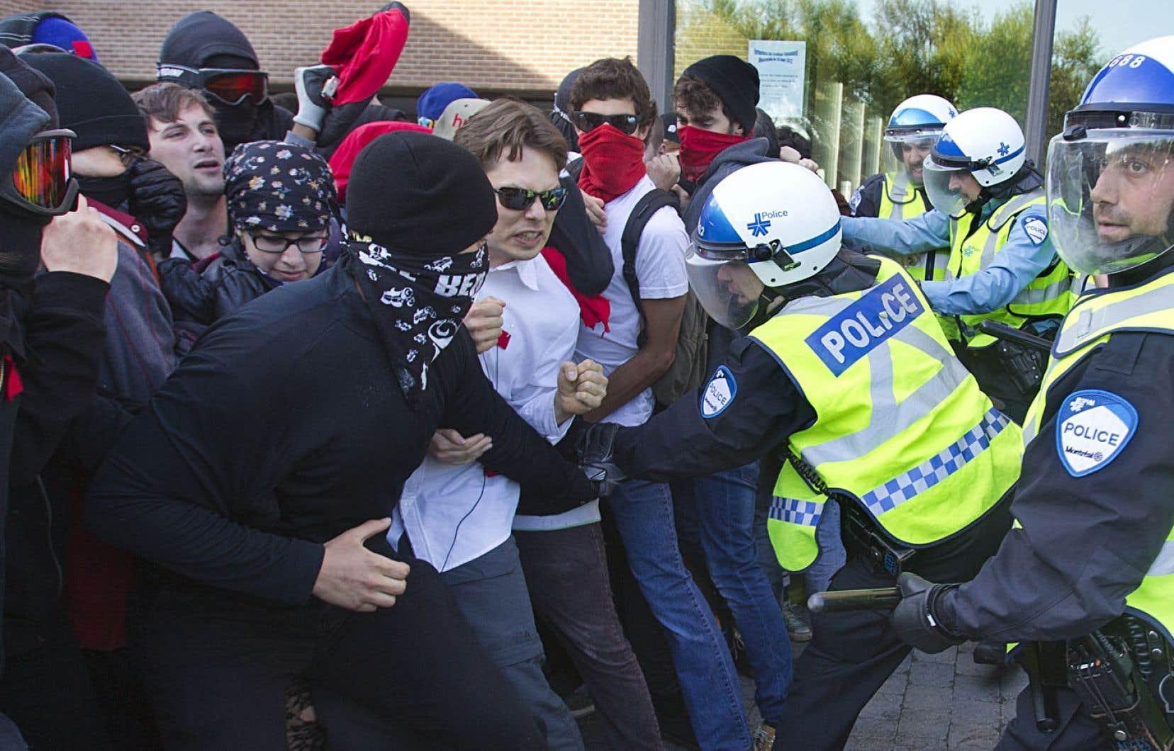 L'idée que la police concrétise la légitimation de la violence de l'État envers et contre tous trouve écho dans les événements du printemps érable.