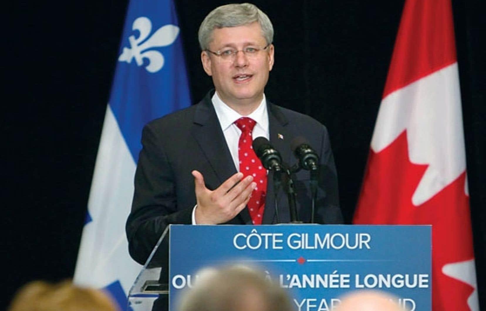 Stephen Harper était de passage à Québec pour annoncer un investissement de 8,2 millions de dollars du fédéral dans un projet de réfection de la côte Gilmour. Il s'agissait de sa quatrième visite dans la région cette année.