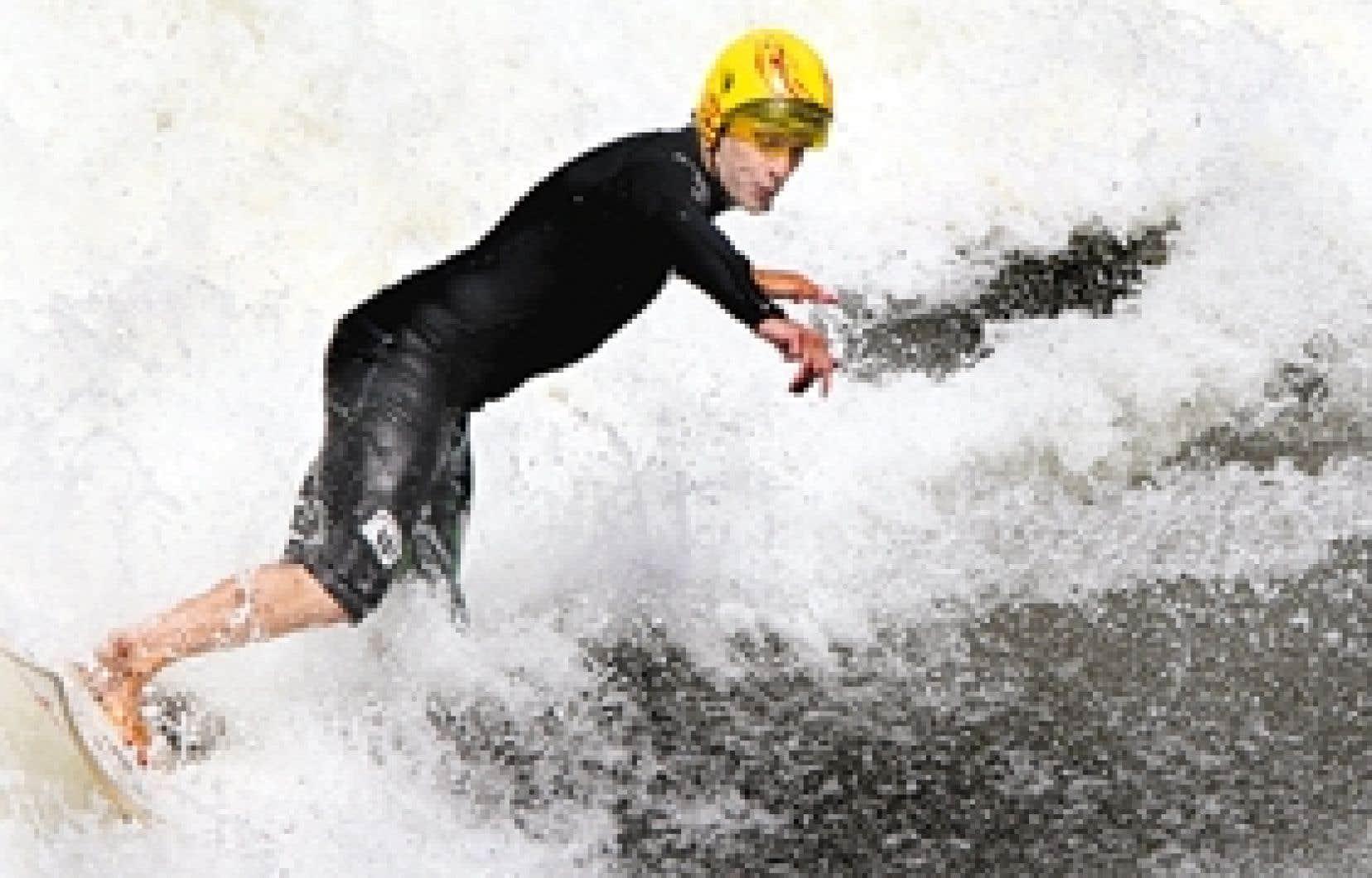 Les surfeurs et kayakistes prolifèrent dans la région de Montréal.