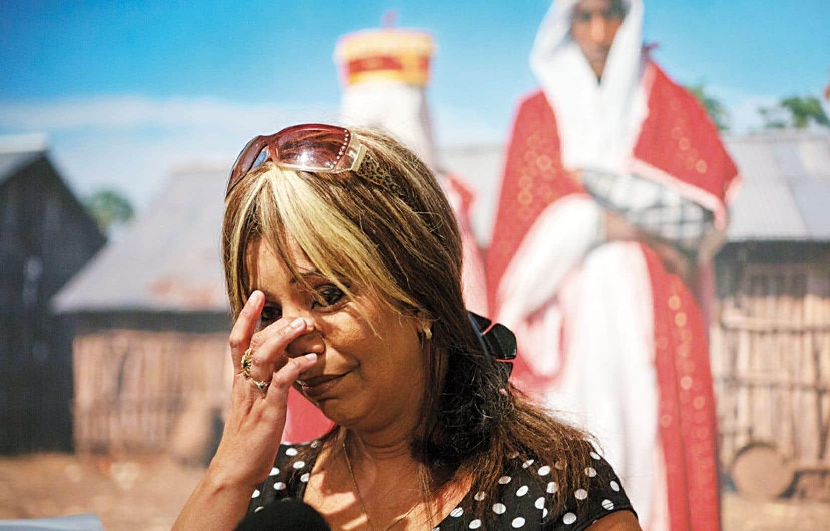Lors du lancement, l'auteure d'origine algérienne Samia Shariff a raconté son histoire interrompue par les larmes. Elle a été mariée de force à 15 ans.