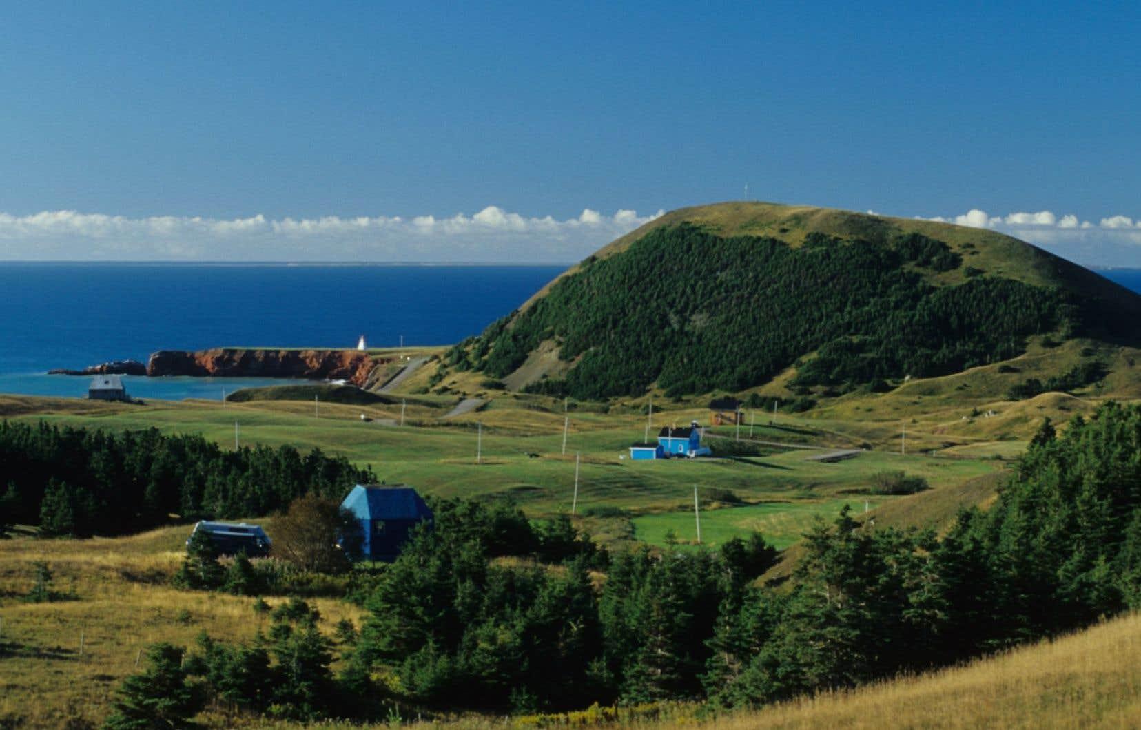 Aux îles de la Madeleine, une dizaine de puits ont été forés au fil des ans. Entre 1972 et 1974, la Société québécoise d'exploration minière a effectué neuf forages.