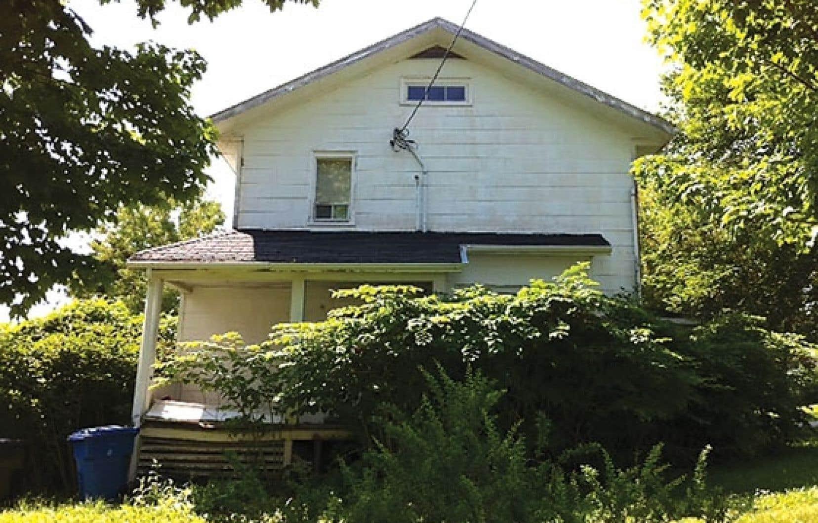 Malgré le fait que cette maison a été classée « immeuble patrimonial » à l'automne 2012 et « monument historique » en 1995, le gouvernement n'y a porté aucune attention particulière sur le plan de la restauration.