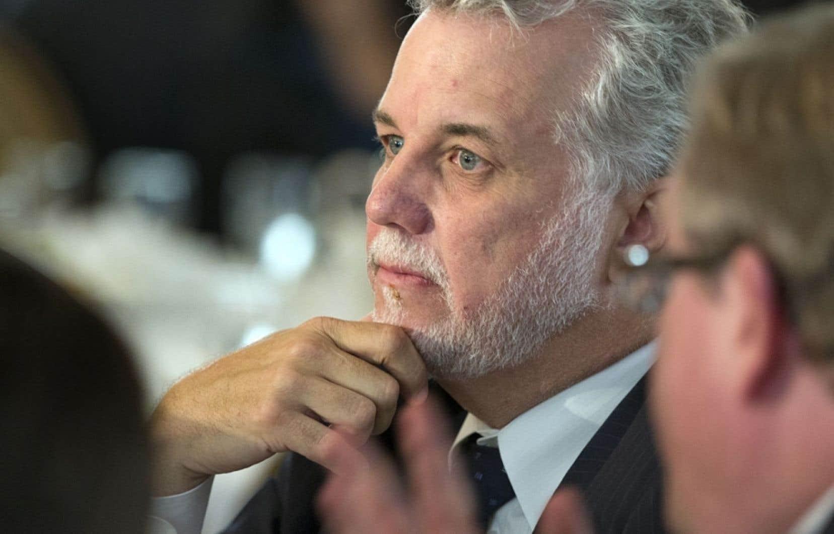 Faisant la leçon au chef du PLQ, Philippe Couillard, la présidente de la Fédération des chambres de commerce du Québec, Françoise Bertrand, a rappelé que le développement durable était plus qu'une expression.