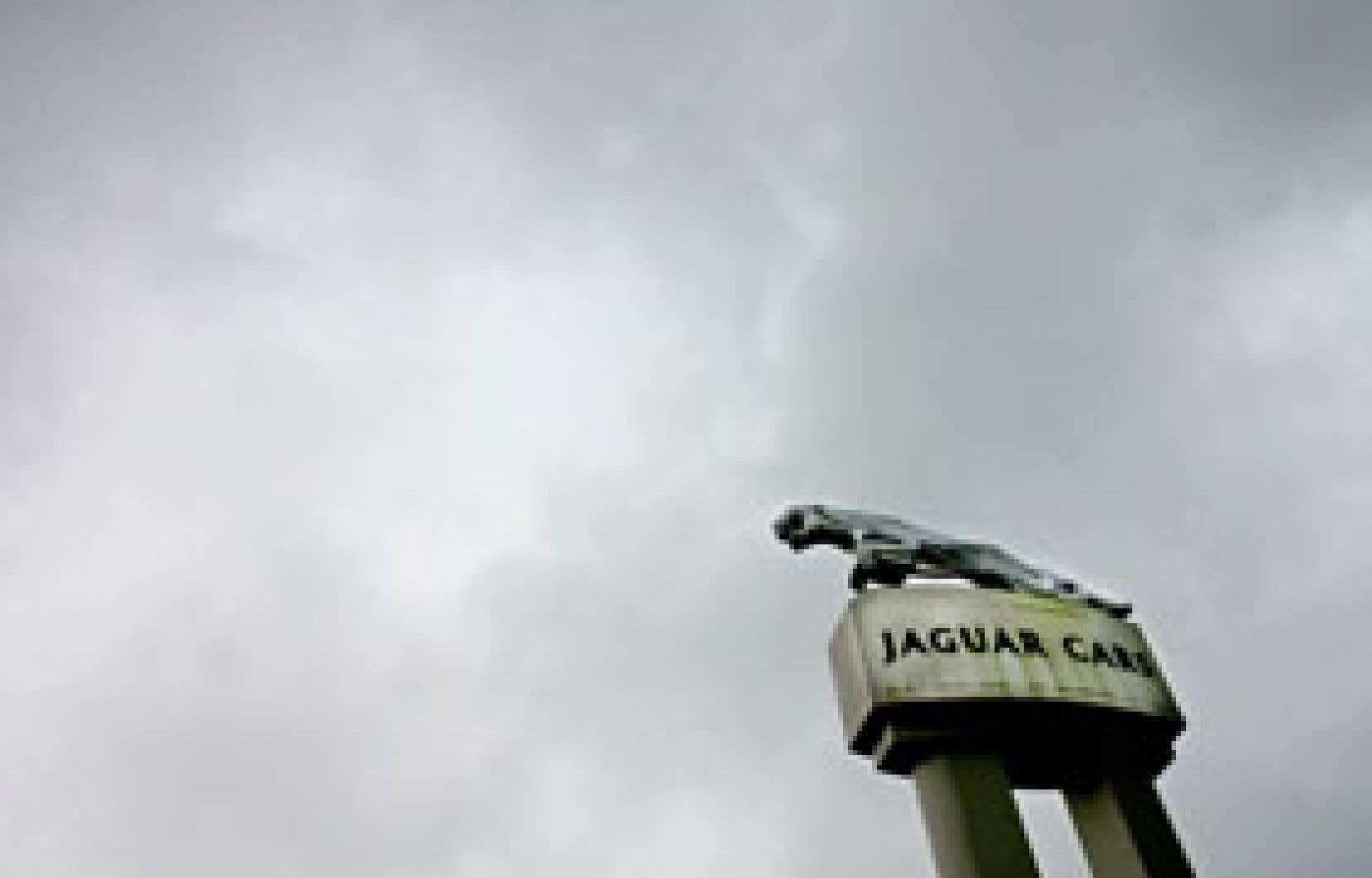 Ford a acheté Jaguar en 1989 pour 2,5 milliards de dollars et repris Land Rover en 2000 à BMW pour 2,7 milliards.