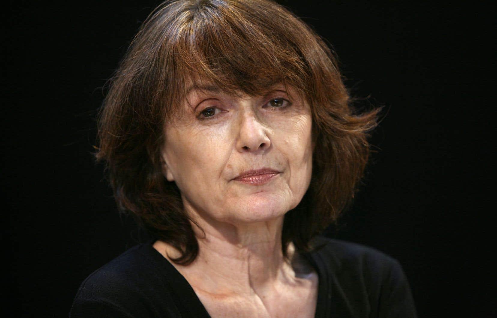 Dans Écoute la pluie, Michèle Lesbre raconte une histoire d'amour comme si elle nageait dans un fleuve à remous.