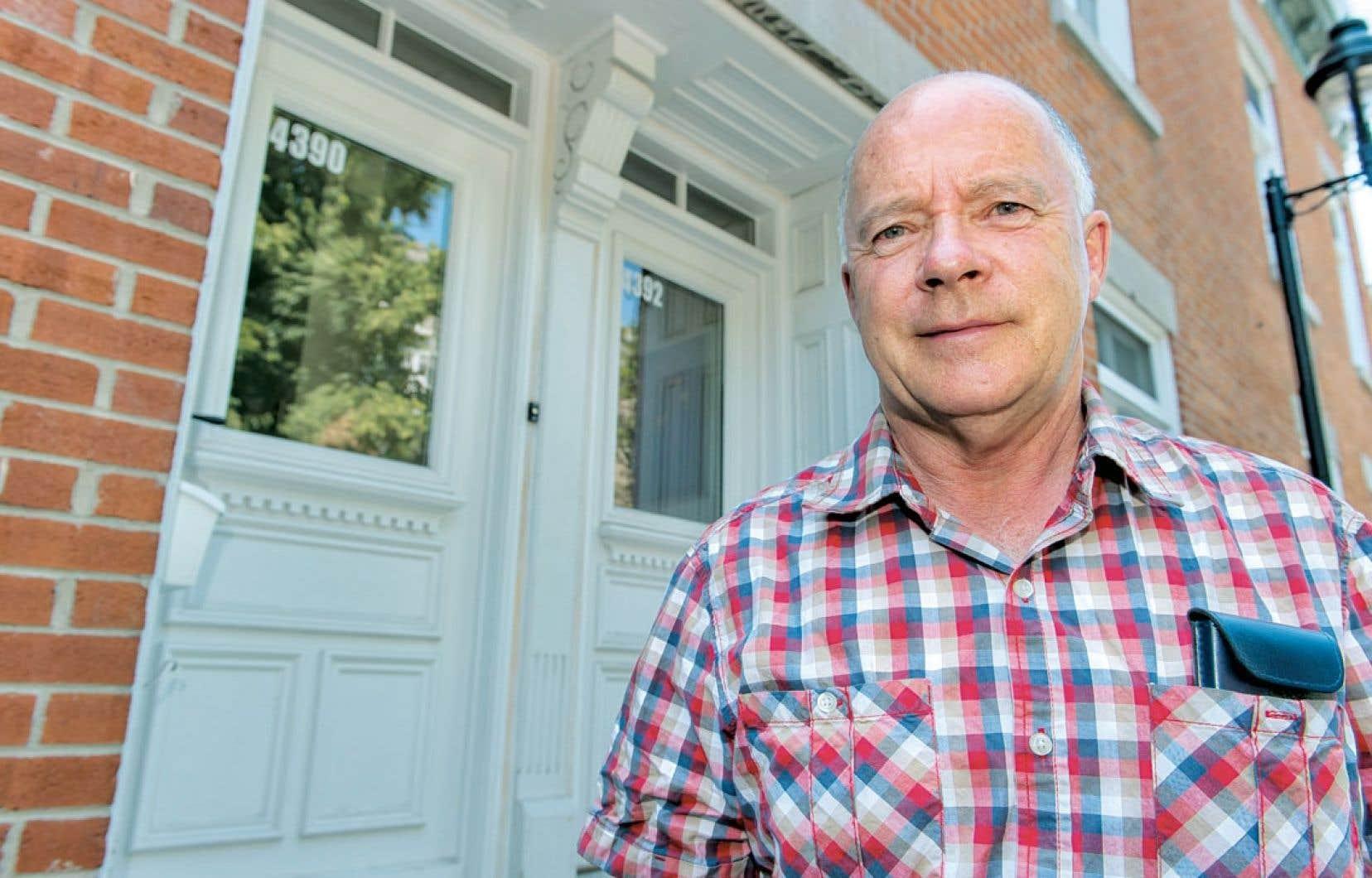 Le Prix de l'artisan a été remis à André Francœur qui, dans son atelier à Louiseville, en Mauricie, restaure et fabrique des portes et des fenêtres à l'ancienne depuis 1997.