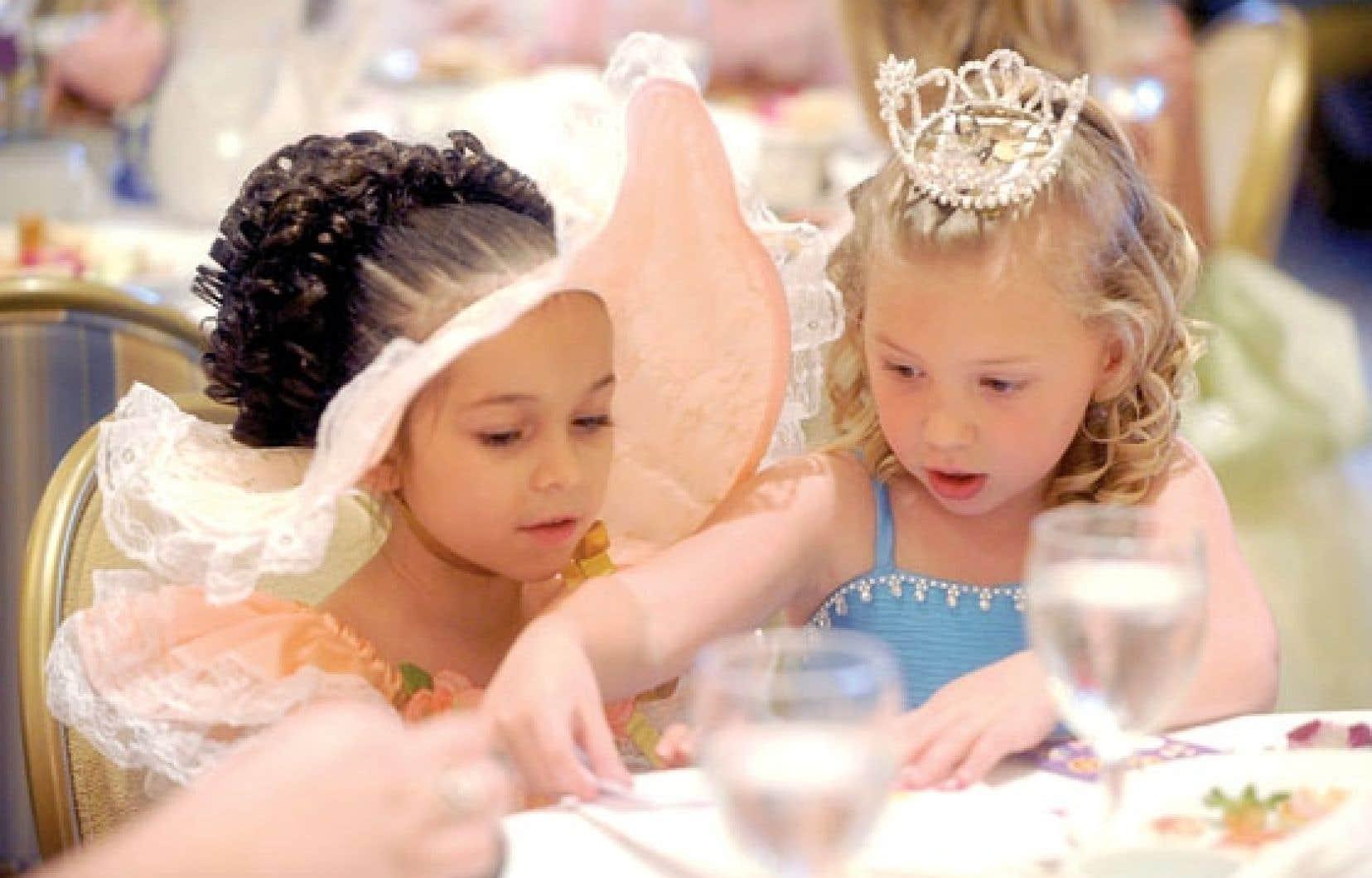 Pour les instigateurs de la pétition, les concours de « mini miss », très populaires aux États-Unis, véhiculent des images des enfants qui sont lourdes de sens.