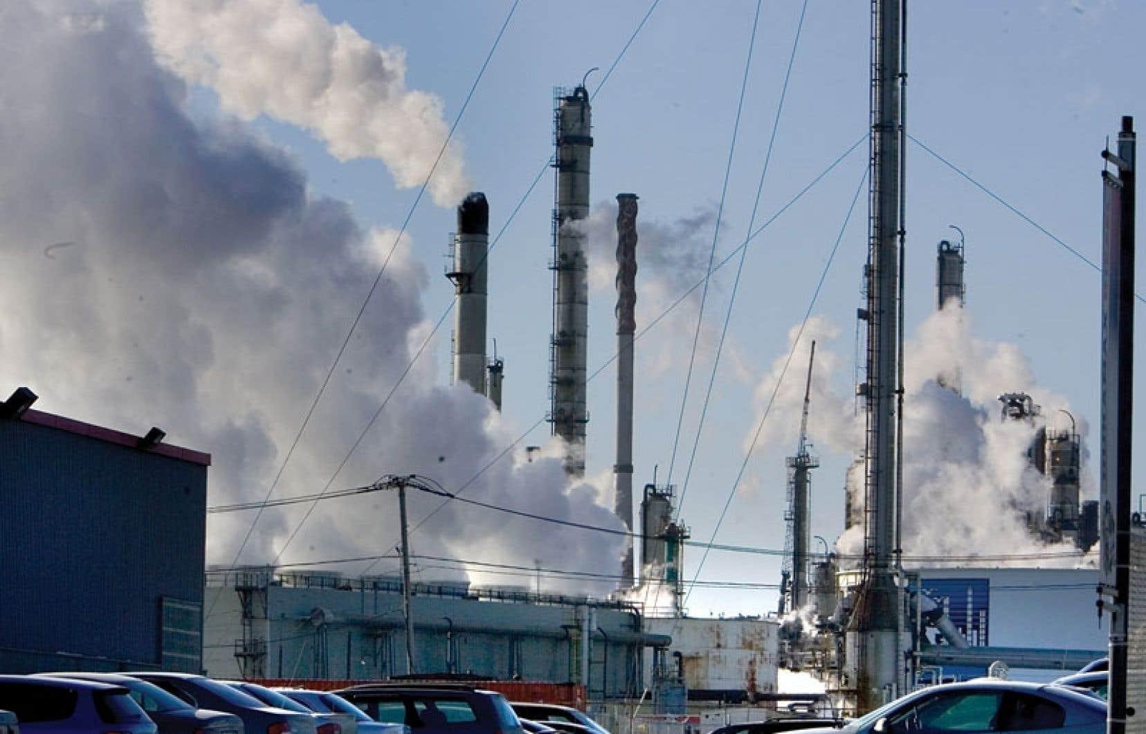 Le Parti québécois s'est engagé à réduire de 25 % les émissions de gaz à effet de serre (GES) sous le niveau de 1990, et ce, d'ici 2020.
