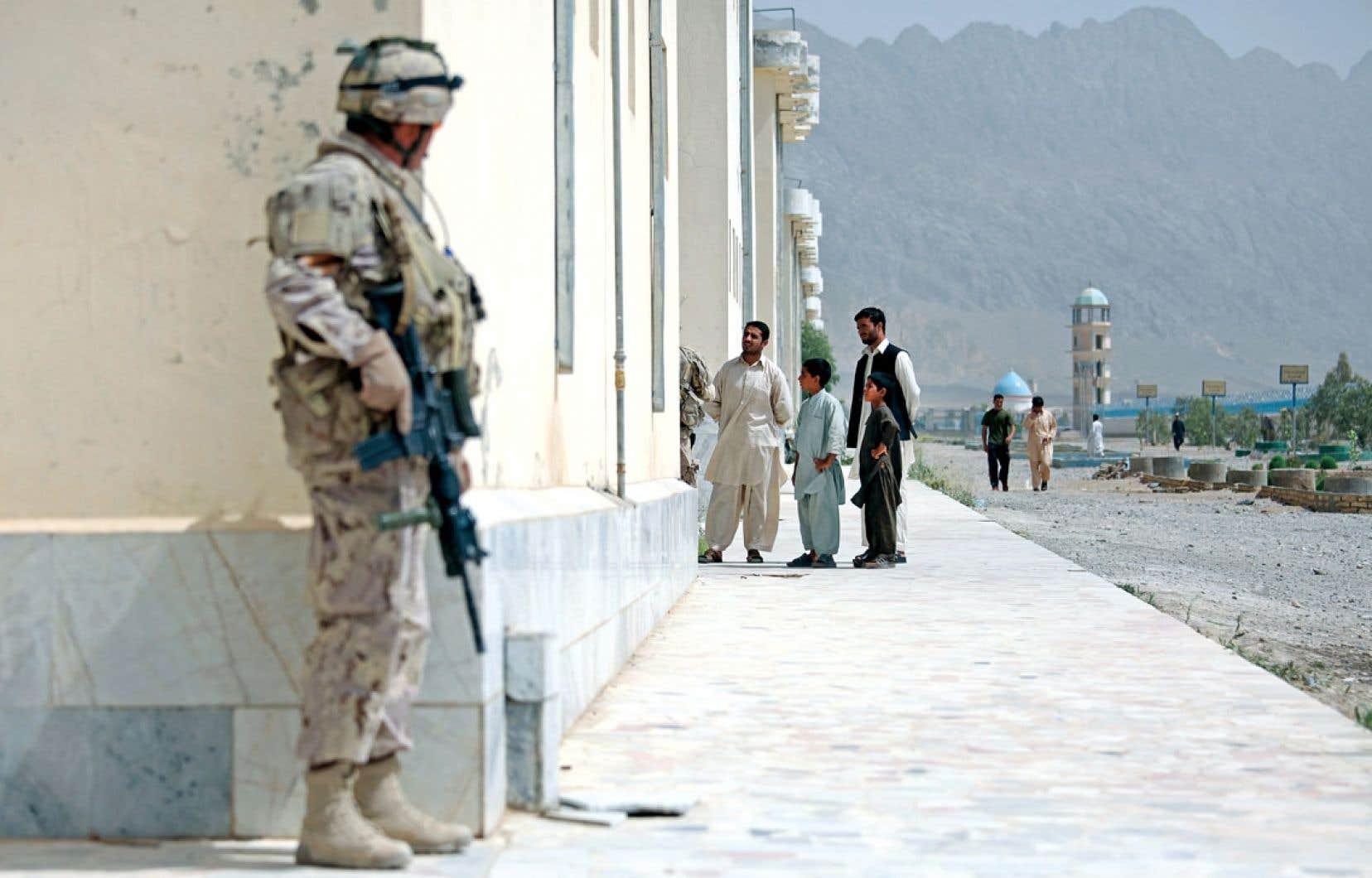 Le Canada devrait se sentir coupable, estime l'ex-journaliste Graeme Smith, sinon pour sa participation à la guerre en Afghanistan, du moins pour la situation qu'il laisse derrière lui.