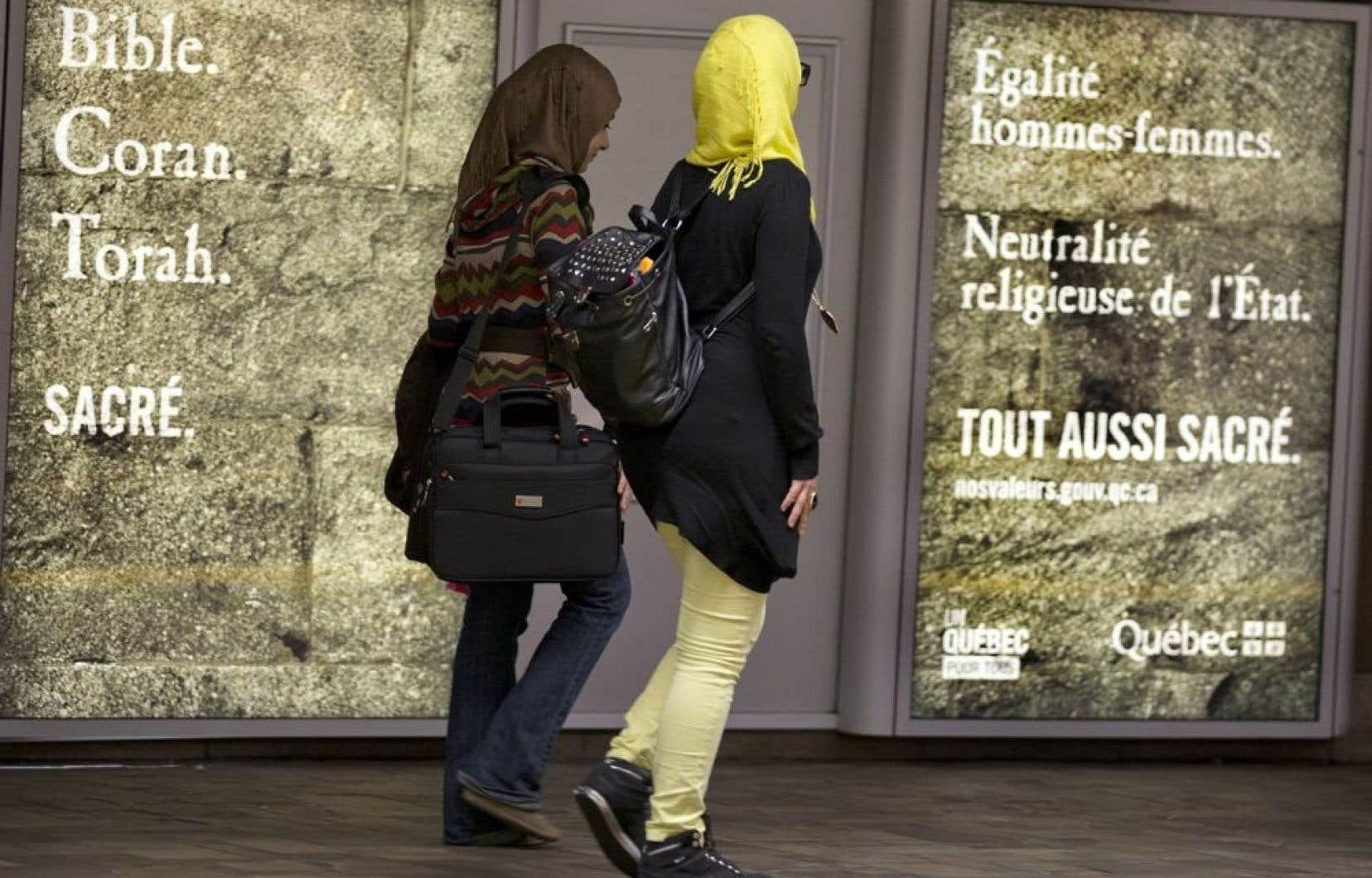La directrice générale de l'AQESSS, Diane Lavallée, demande à Québec d'exempter les 230 000 travailleurs de la santé de l'article de la charte des valeurs québécoises sur le port de signes religieux ostentatoires.