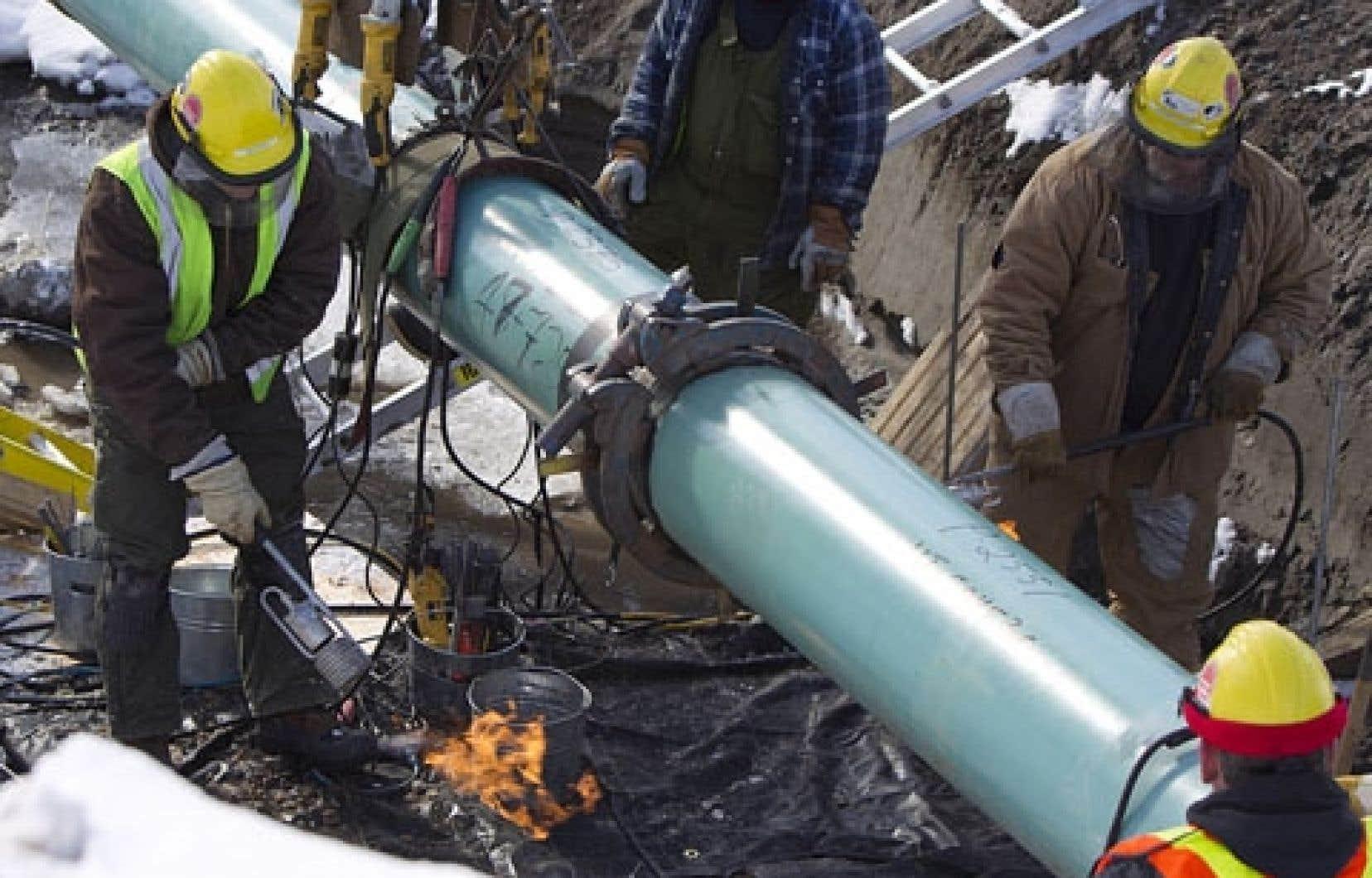 Avec deux projets visant son territoire, le Québec est en voie de devenir une plaque tournante pour l'exportation du pétrole albertain.