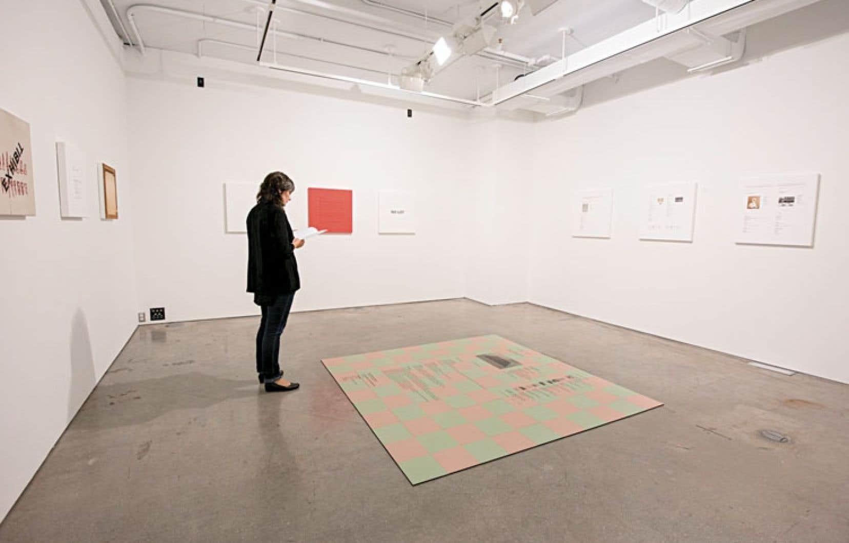 L'installation de David Tomas expose toute une série de catalogues d'une maison de vente, catalogues qui parfois ont des thèmes, tels l'Afrique, la musique, l'Amérique latine.