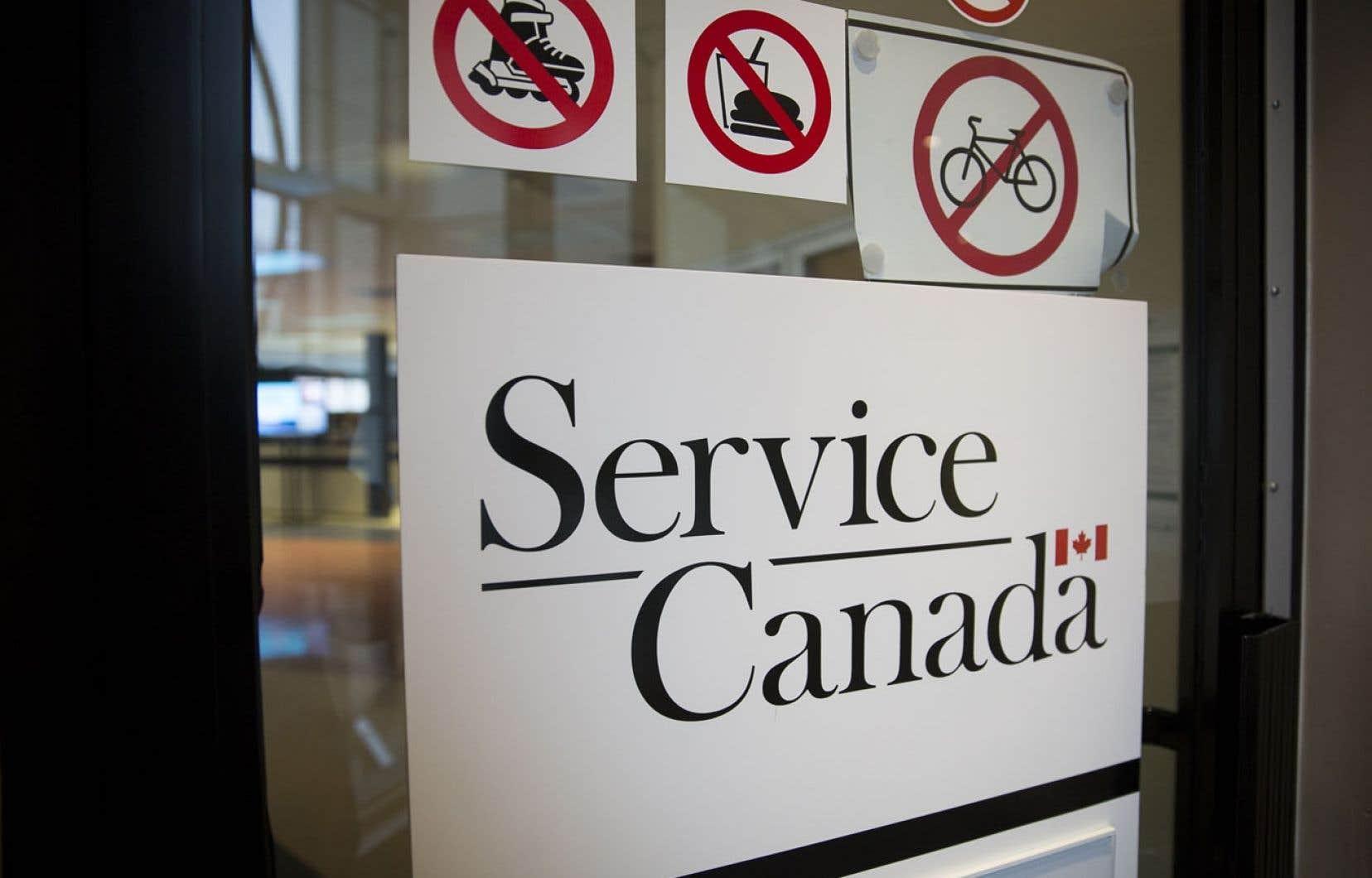 Service Canada exige désormais des chômeurs qu'ils fassent une demande d'accès à l'information pour consulter leur dossier d'assurance-emploi.