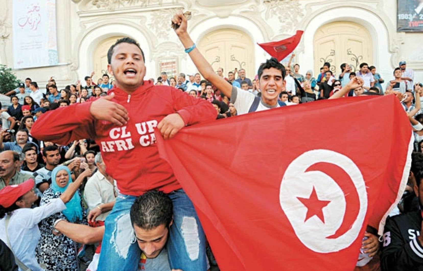 Quelques milliers de militants de l'opposition ont manifesté mercredi dans le centre de Tunis.