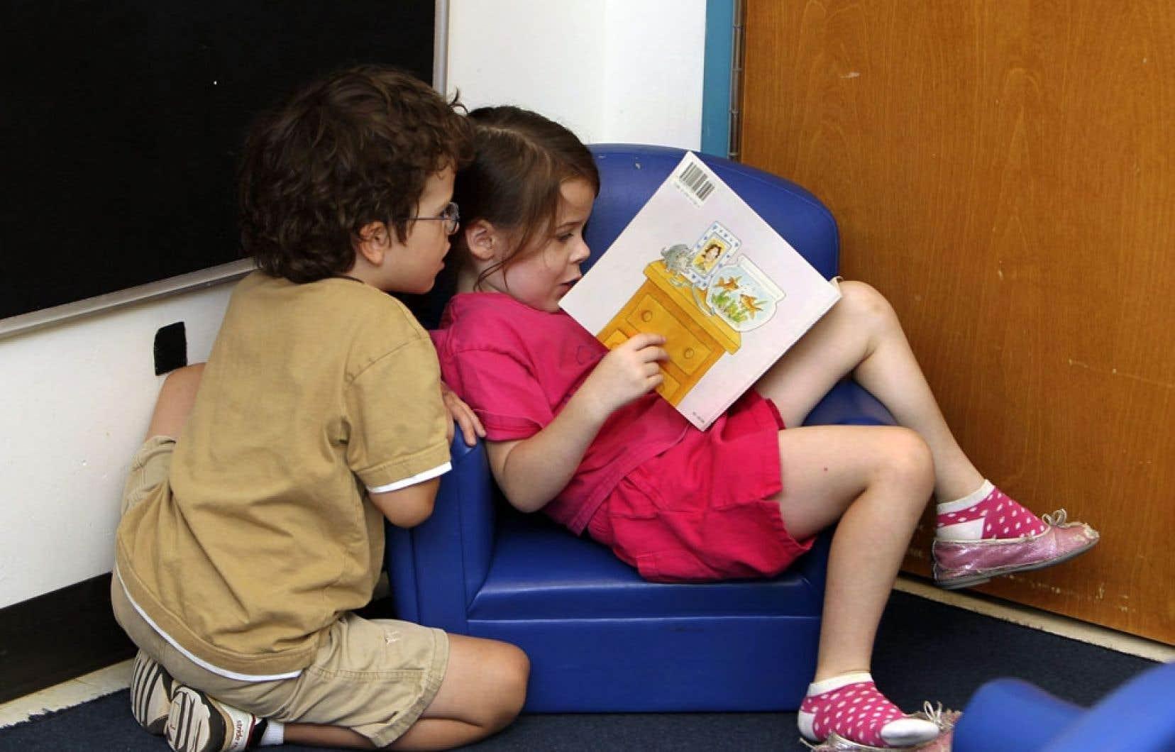 «On retrouve souvent trop de fiction par rapport au documentaire, trop de livres s'adressent aux filles plutôt qu'aux garçons, ou encore des livres qui ne sont pas adaptés à l'âge de la clientèle», a fait savoir une bibliothécaire scolaire de Rimouski.