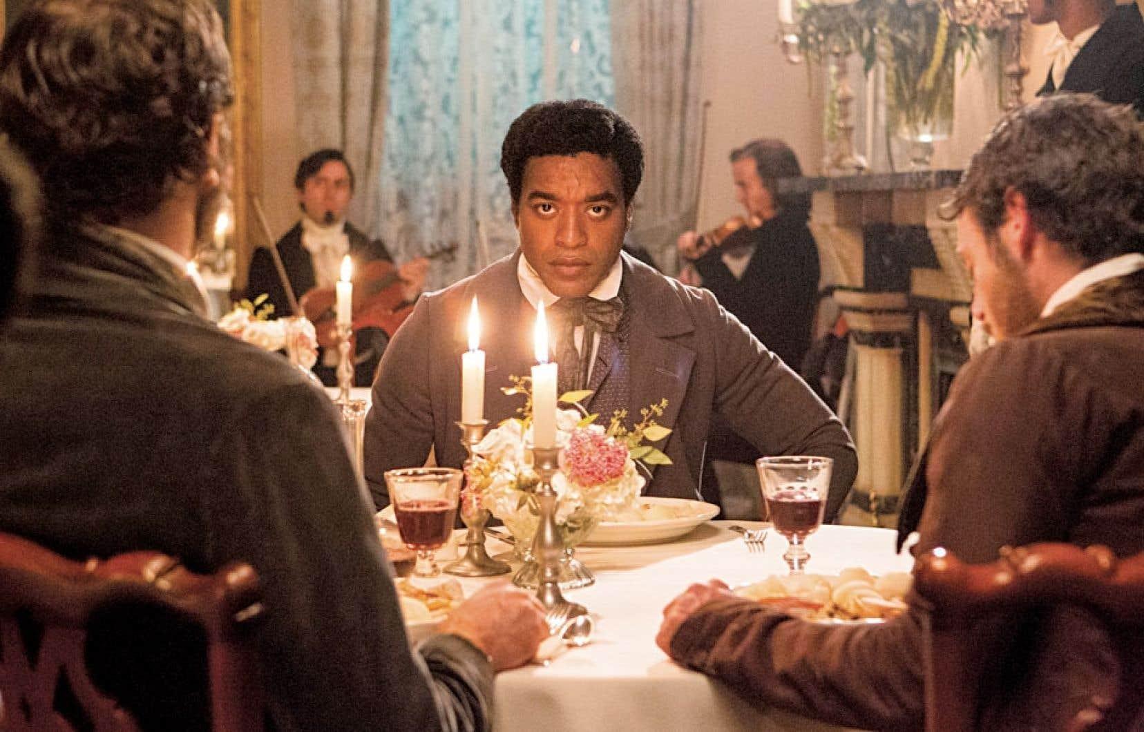 Chiwetel Ejiofor tient sans doute déjà l'Oscar d'interprétation entre ses mains pour ce rôle d'un musicien noir de Saratoga vendu comme esclave au Sud esclavagiste.
