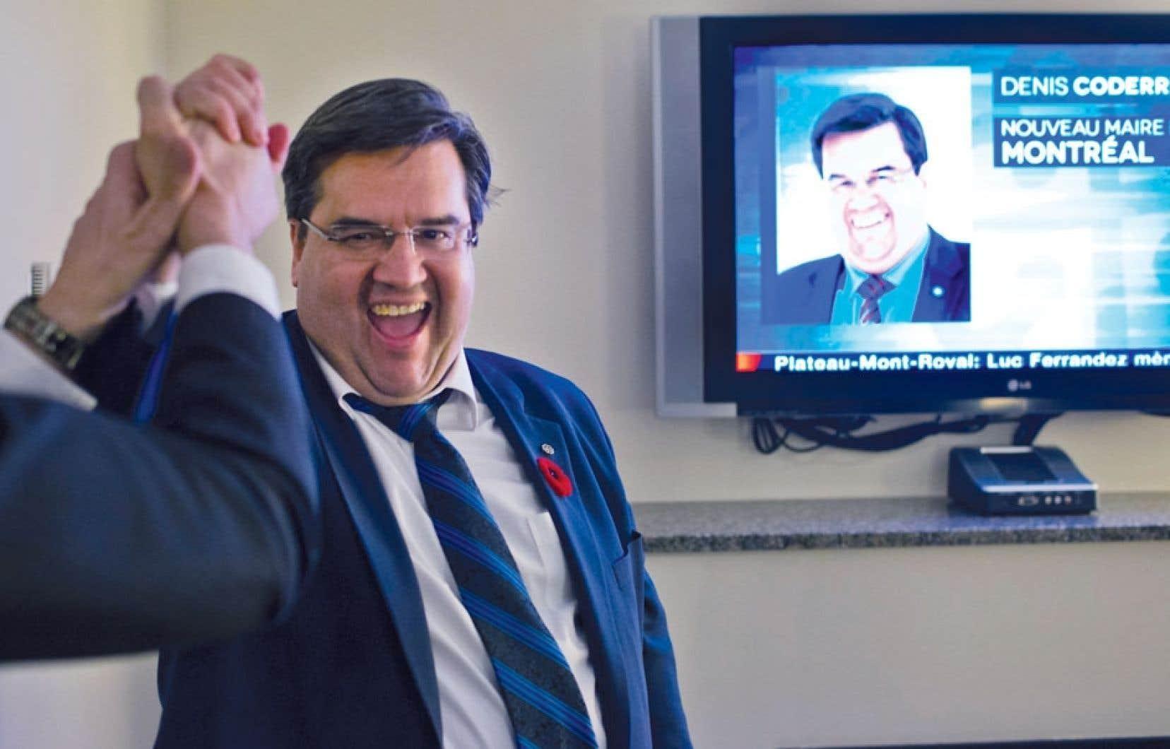 Denis Coderre au moment de l'annonce de sa victoire à la mairie de Montréal, dimanche soir. Le candidat a été élu au poste de maire de Montréal avec 31,8 % des voix.