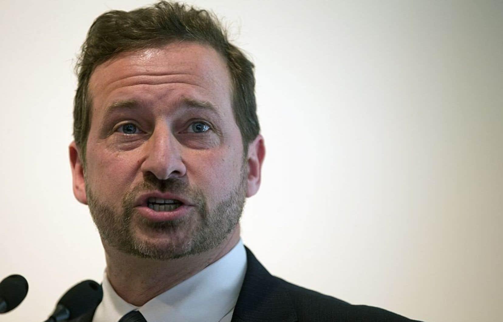 Le ministre de l'Environnement, Yves-François Blanchet, a parlé d'un nécessaire encadrement «rigoureux» et «raisonnable», puisque ce type d'exploitation implique des substances qui nécessitent d'être traitées et manipulées avec soin en raison de la présence de radioactivité.