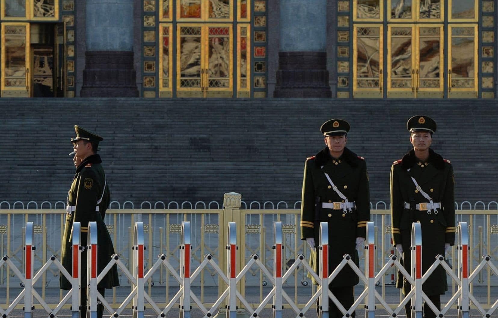 Les membres du Comité central du PCC se sont réunis derrière les portes closes de la Maison du peuple.