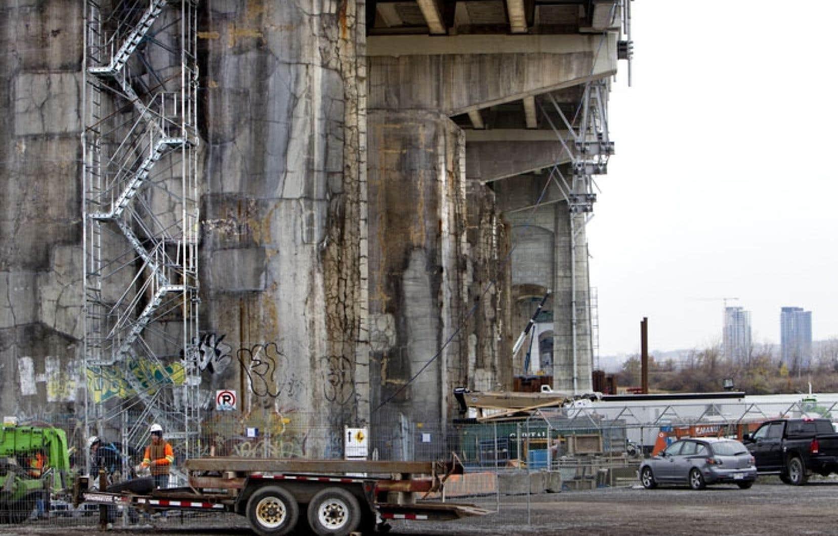 Des travaux d'urgence sont effectués sept jours sur sept sur le pont Champlain.