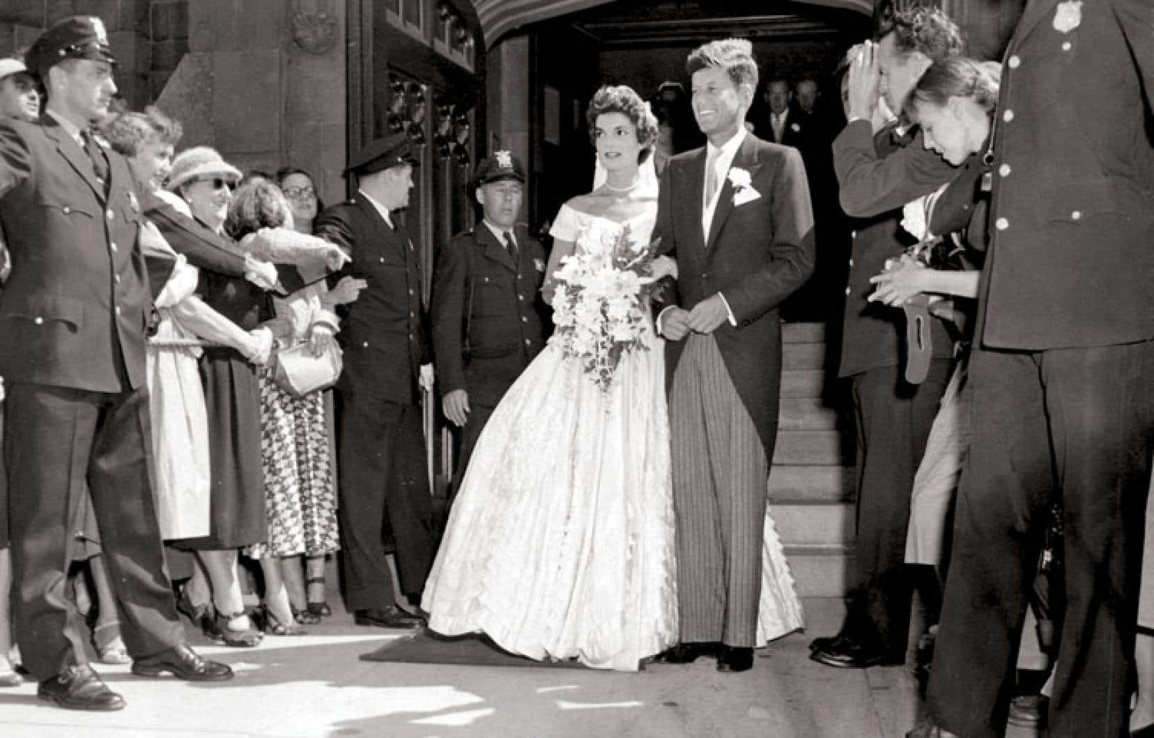 Le sénateur John F. Kennedy et Jacqueline Lee Bouvier le jour de leur mariage, le 12septembre 1953.