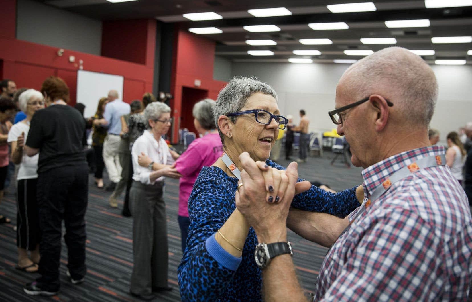 L'exercice pourrait retarder l'évolution du Parkinson. Ci-dessus, une classe de tango pour gens atteints de cette maladie, donnée dans le cadre du Symposium annuel du Parkinson Study Group.