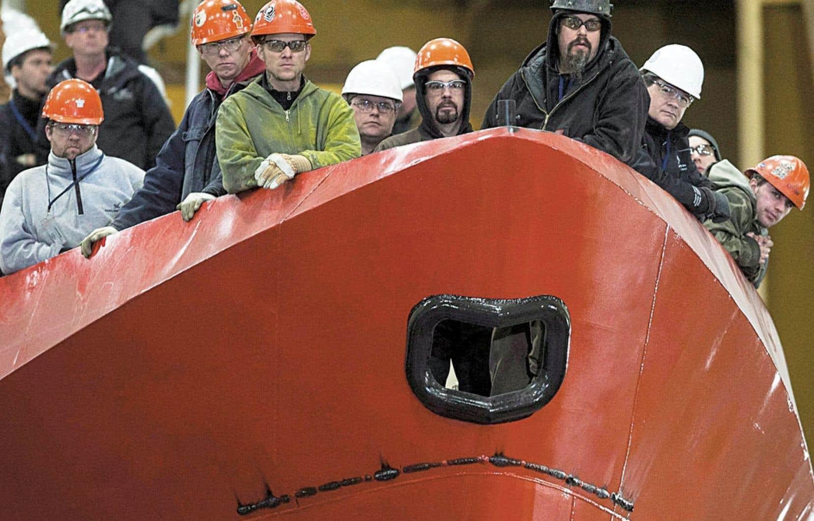 Des travailleurs d'un chantier maritime en Nouvelle-Écosse. Au Canada comme au Québec, les experts parlent d'un équilibre entre l'offre d'emplois et la disponibilité de la main-d'œuvre.