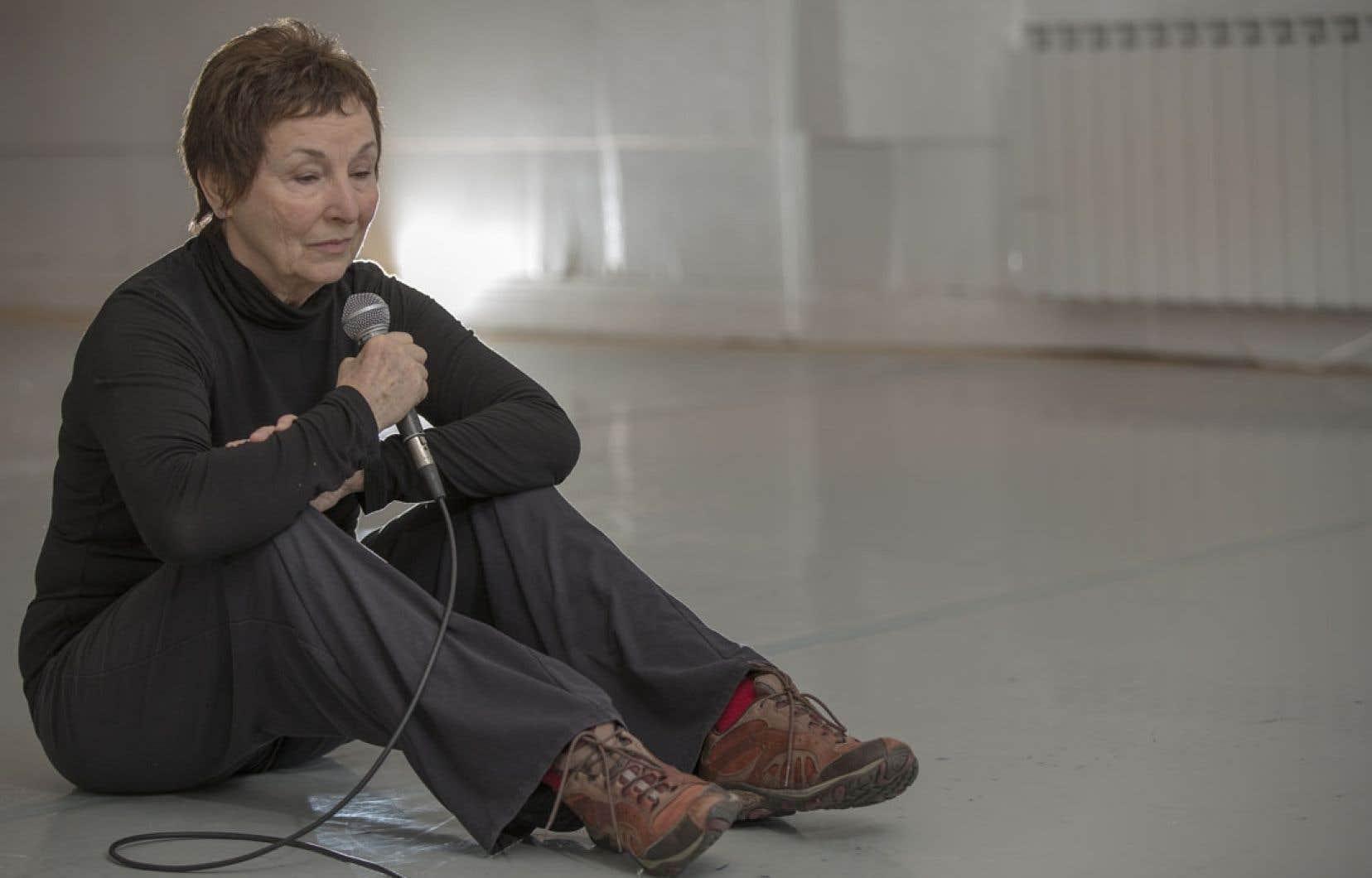 Le solo s'articule autour de deux moments de l'enfance de Michèle Febvre.