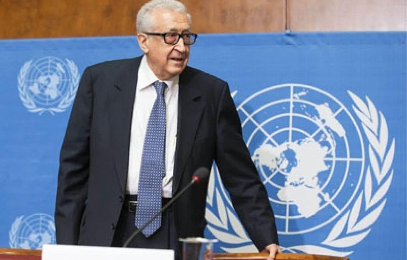 L'émissaire de l'ONU et de la Ligue Arabe pour la Syrie Lakhdar Brahimi, qui prépare la conférence, a retrouvé lundi matin à Genève les vice-ministres des Affaires étrangères russes, Guennadi Gatilov et Mikhaïl Bogdanov, et la sous-secrétaire d'État américaine, Wendy Sherman.<br />