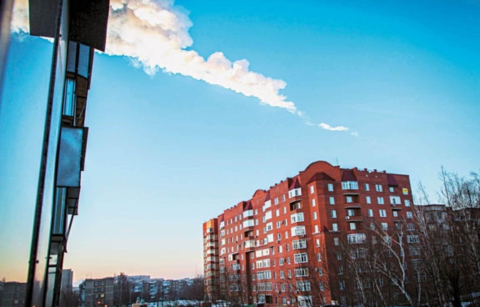 Le 15février dernier, un météore d'environ 11 tonnes avait explosé dans le ciel de la Russie, laissant voir une traînée lumineuse caractéristique. Le ciel étant couvert, cette lumière n'a pu être observée dans le cas de l'objet ayant causé un émoi, mardi soir, dans l'ouest du Québec.