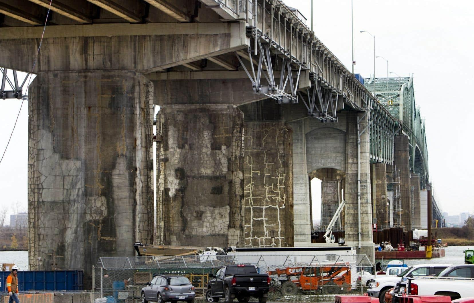 Dans la nuit de vendredi à samedi, de 2h00 à 7h00, l'ensemble des six voies du pont Champlain seront entièrement fermées à la circulation.