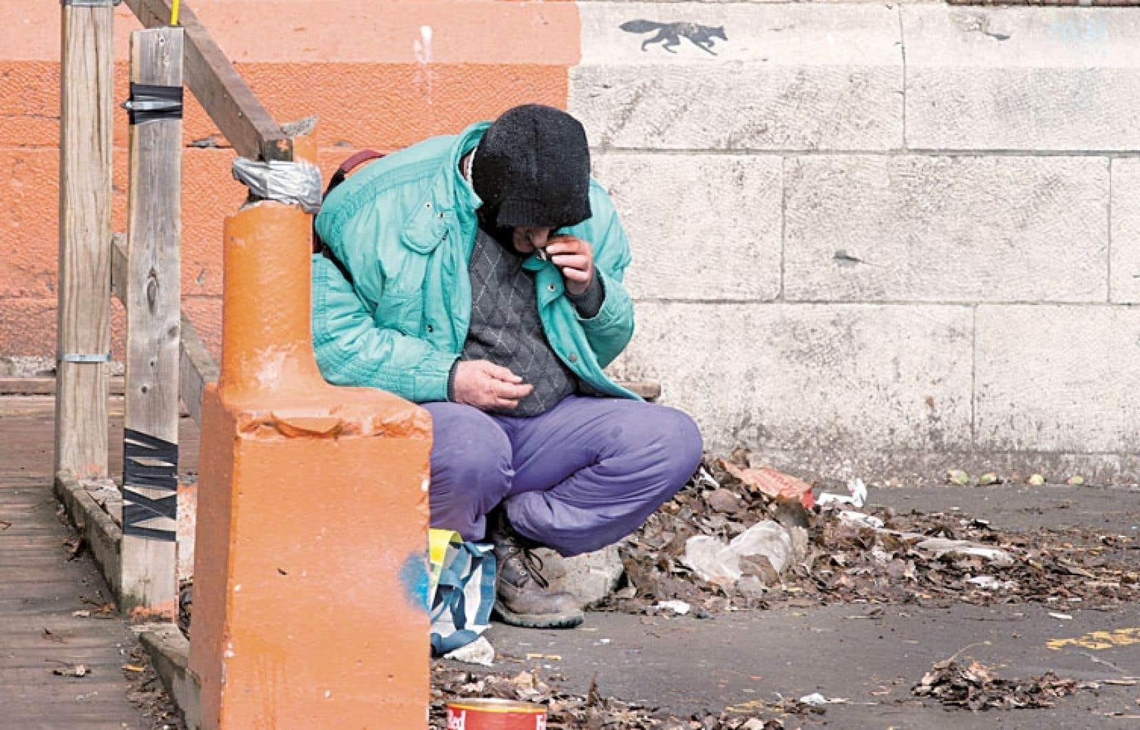 Depuis près de 20 ans, la judiciarisation et la pénalisation sont apparues comme des réponses utiles et nécessaires pour mettre fin à la présence des personnes en situation d'itinérance dans les rues.